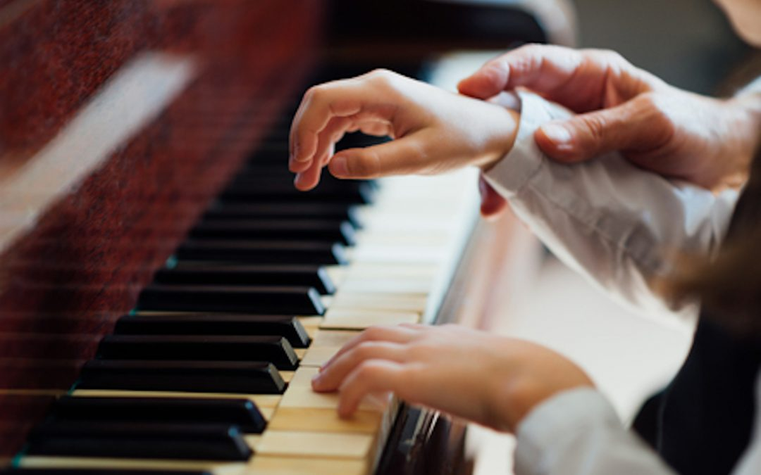 The 8 Benefits of Learning the Piano